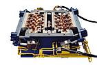 Hydraulisch gesteuerte Kernschießeinrichtung für Zylinderkopf-Wassermantelkern, eingesetzt auf einer PETERLE-Kernschießmaschine.