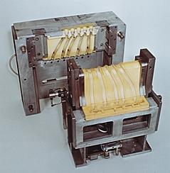 Vollautomatischer Kernkasten mit hydraulischer Steuerung